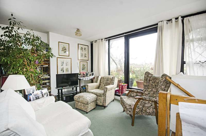 2 Bedrooms Maisonette Flat for sale in Rowley Way, St John's Wood, NW8