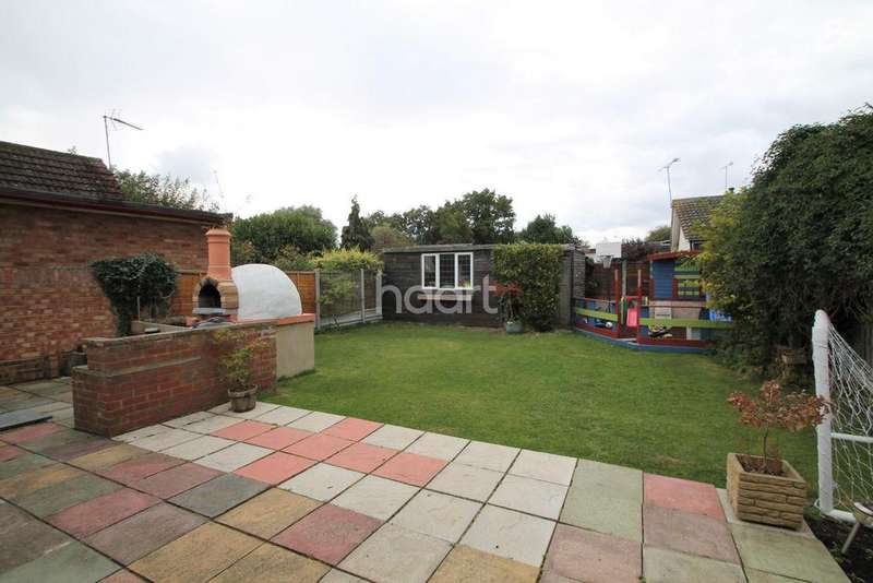 3 Bedrooms Bungalow for sale in Pound Lane, Basildon