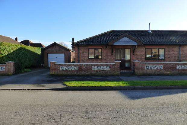 2 Bedrooms Bungalow for sale in Vampire Road, Manby, Louth, LN11