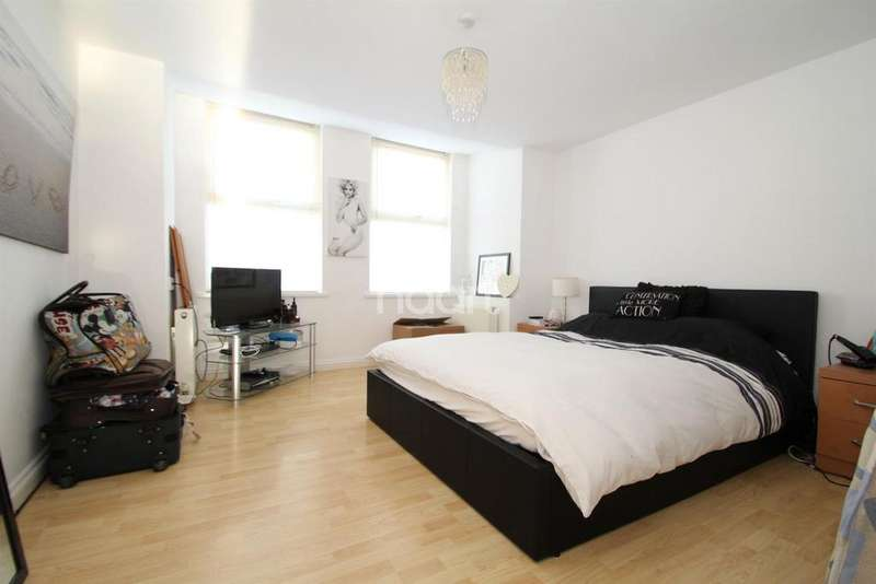 2 Bedrooms Flat for sale in Thoroughgood Road, Clacton-on-Sea
