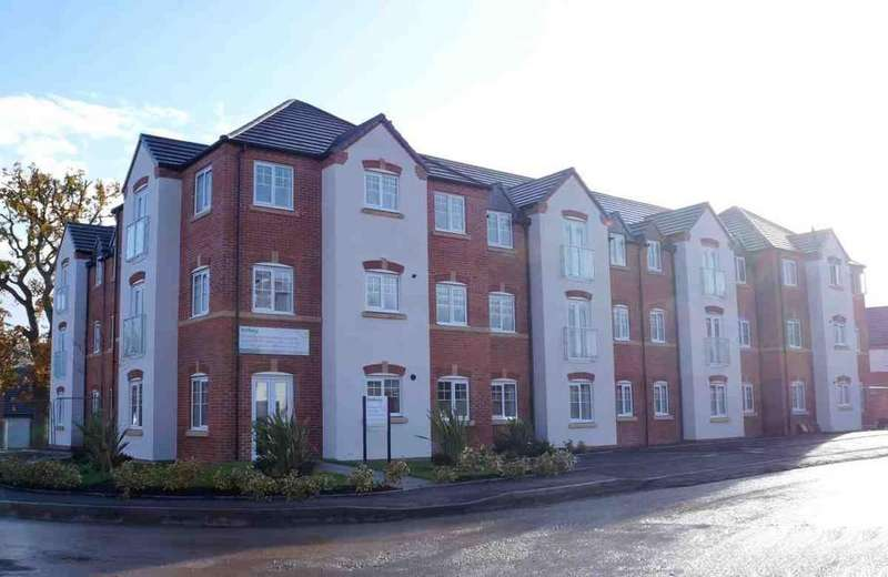 2 Bedrooms Apartment Flat for sale in Dickens Heath Road, Dickens Heath