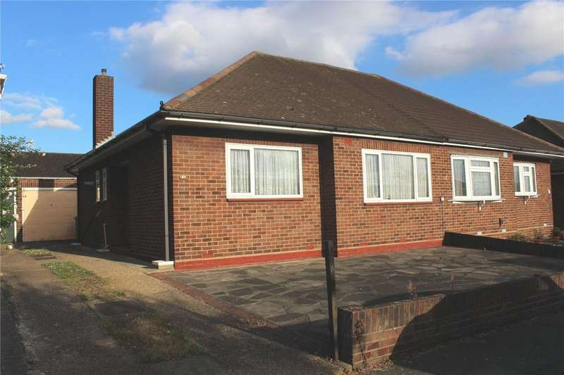 2 Bedrooms Bungalow for sale in Hunter Drive, Hornchurch, RM12