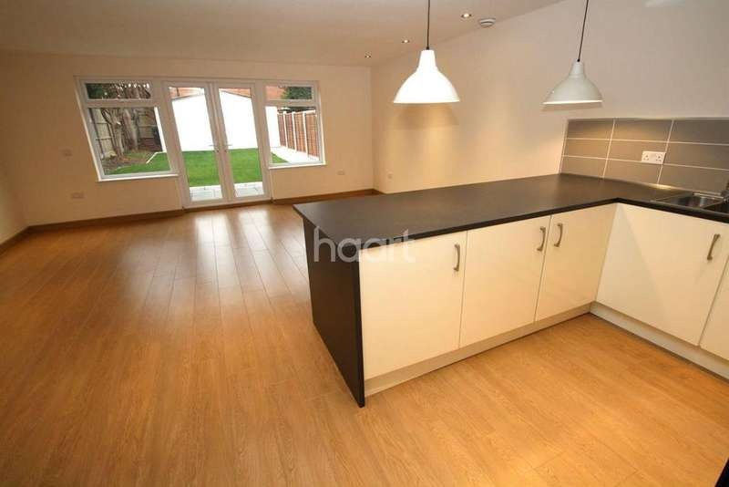 3 Bedrooms Detached House for sale in Little Glen Road, Glen Parva, Leicester