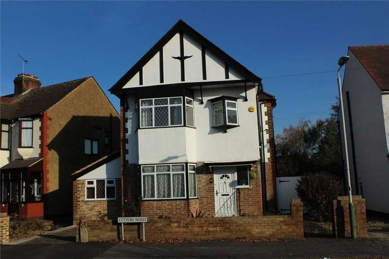 3 Bedrooms Detached House for sale in Lytton Road, Gidea Park, RM2