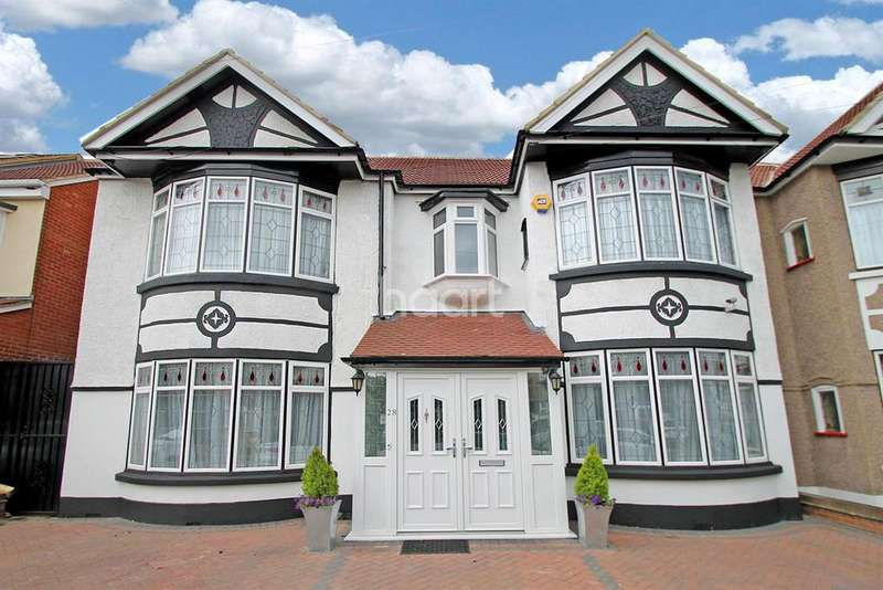 4 Bedrooms Semi Detached House for sale in Highwood Gardens, Clayhall