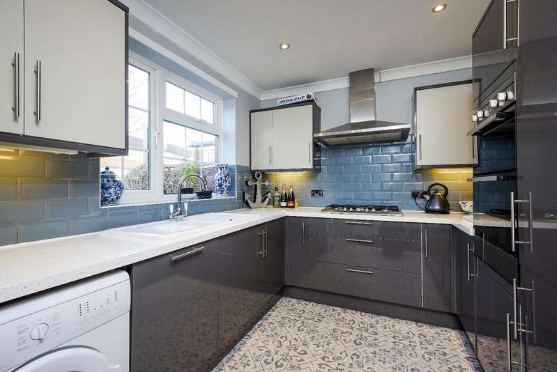 3 Bedrooms Terraced House for sale in St. Keverne Road London SE9
