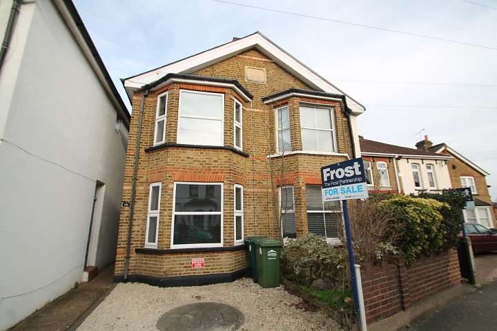 3 Bedrooms Semi Detached House for sale in Laleham Road, Staines-Upon-Thames, TW18