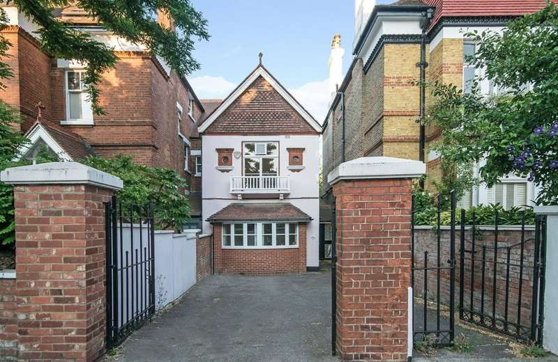 3 Bedrooms Detached House for sale in The Coach House, Priory Road, South Hampstead, London, NW6 3NT
