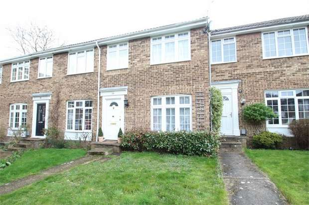 3 Bedrooms Terraced House for sale in Oakfields, GUILDFORD, Surrey