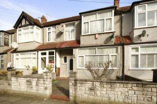 3 Bedrooms Terraced House for sale in Avenue Road, London