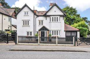 5 Bedrooms Detached House for sale in Purley Downs Road, Sanderstead, South Croydon, .