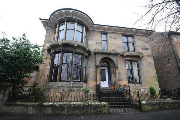 4 Bedrooms Flat for sale in 37 Union Street, Greenock, PA16 8DN