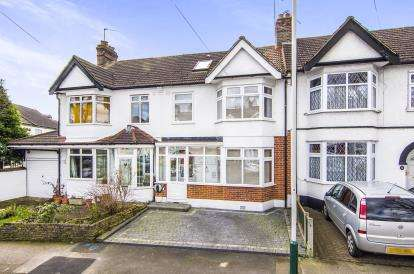 4 Bedrooms Terraced House for sale in Hornchurch, Romford, Essex