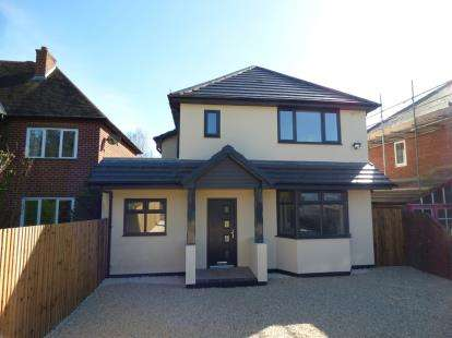 4 Bedrooms Detached House for sale in Bromsgrove Road, Hunnington, Halesowen, Worcestershire