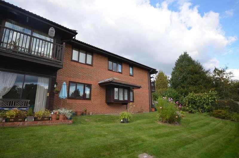 2 Bedrooms Apartment Flat for sale in Bricksbury Hill, Farnham