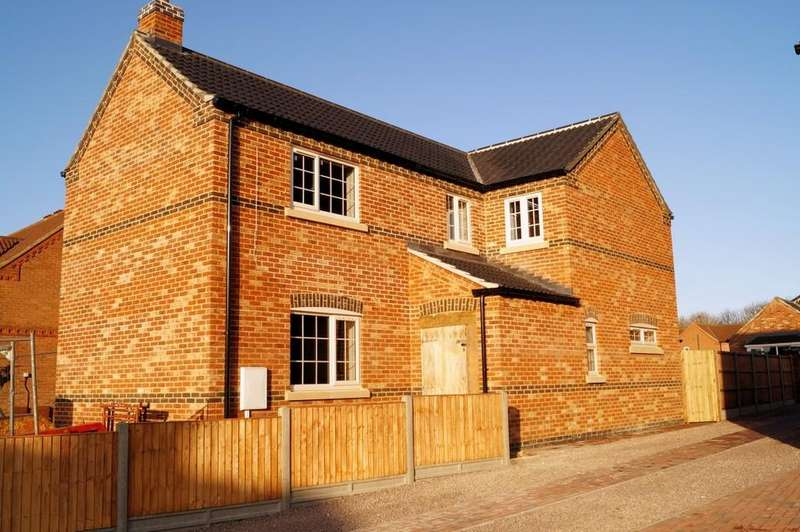 3 Bedrooms Detached House for sale in Church Lane, Saxilby