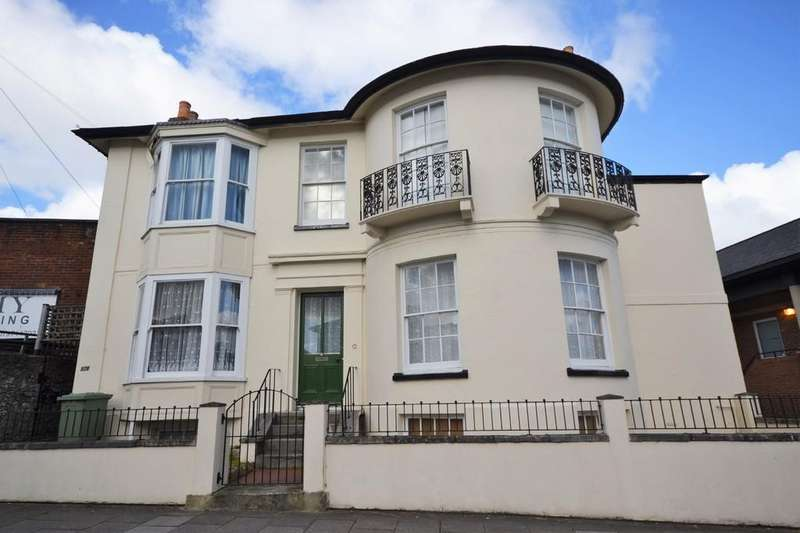 3 Bedrooms Flat for sale in George Street, Ryde