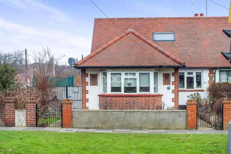4 Bedrooms Semi Detached House for sale in Highlands Boulevard, Leigh on sea