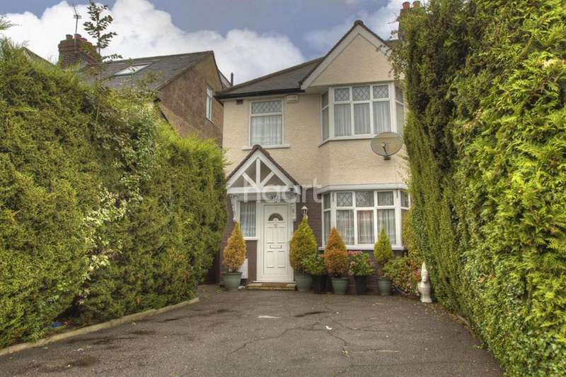 3 Bedrooms Semi Detached House for sale in Eastcote Lane, Harrow, HA2