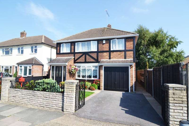 3 Bedrooms Detached House for sale in Cleves Way, Hampton, TW12