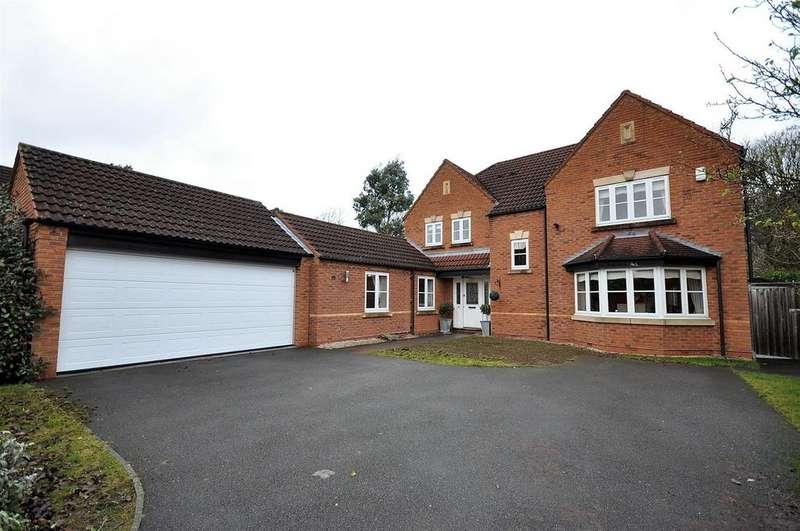 5 Bedrooms Detached House for sale in Poplars Way, Harlow Wood