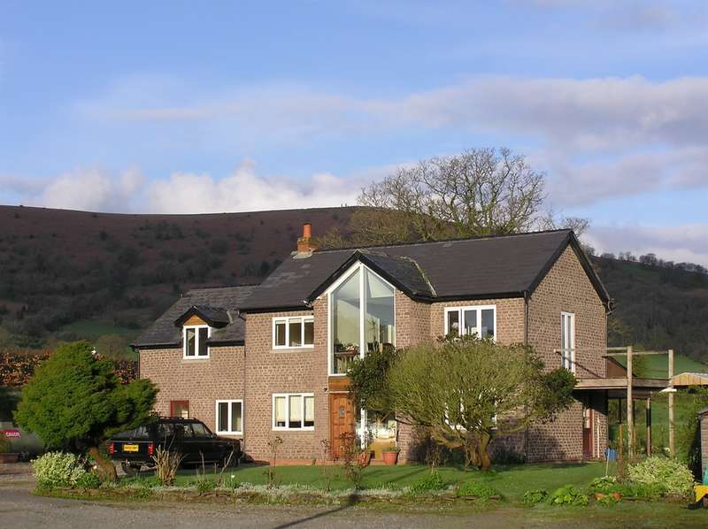 3 Bedrooms Detached House for sale in Llanvihangel Crucorney, Llanvihangel Crucorney, Abergavenny