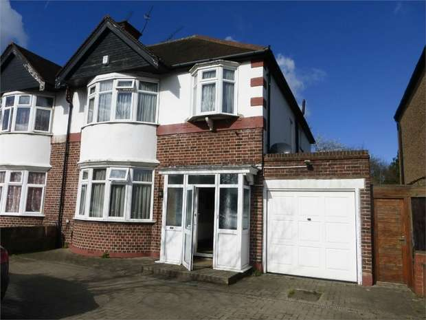 4 Bedrooms Semi Detached House for sale in Great West Road, Isleworth, Middlesex