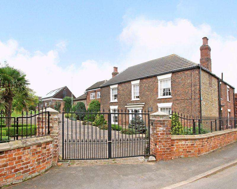 5 Bedrooms Detached House for sale in Main Street, Whitton, North Lincolnshire, DN15