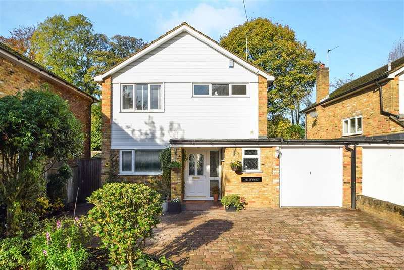 3 Bedrooms Detached House for sale in Cross Lanes Close, Chalfont St Peter, SL9