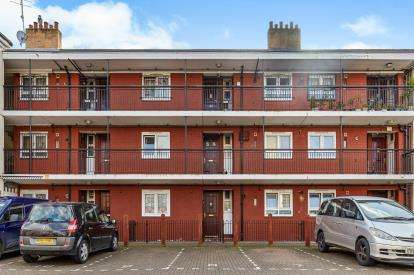 2 Bedrooms Flat for sale in Woodseer Street, London