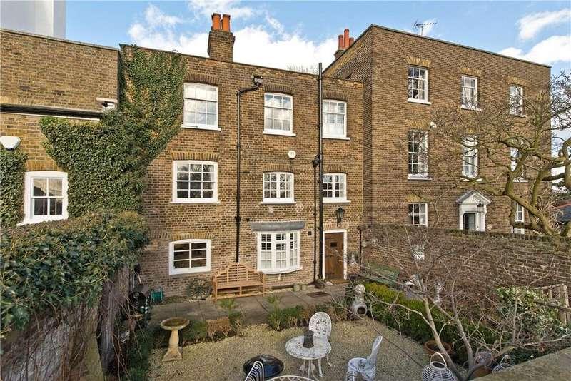 3 Bedrooms Detached House for sale in Hampton Court Road, Richmond, Hampton Court, London, KT8