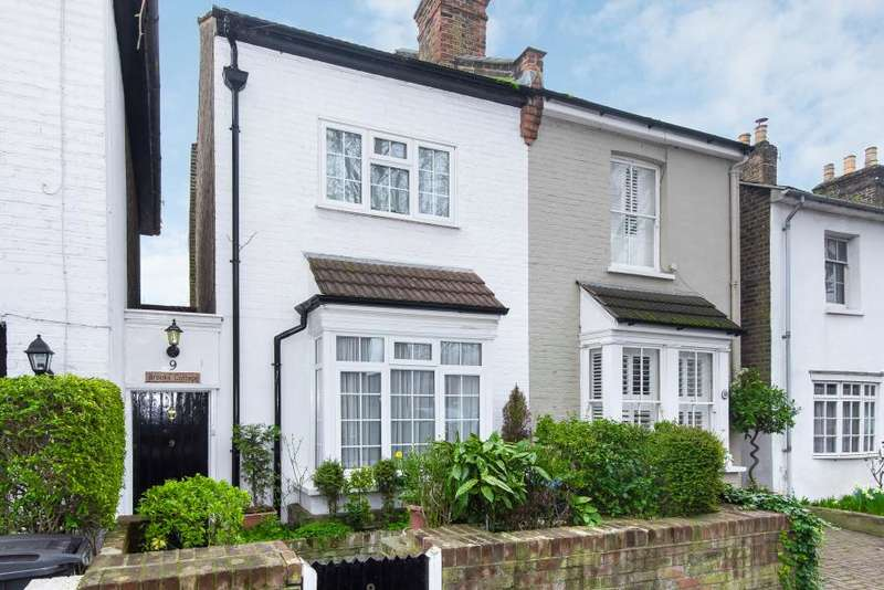 3 Bedrooms Semi Detached House for sale in Fairfield East, Kingston upon Thames KT1