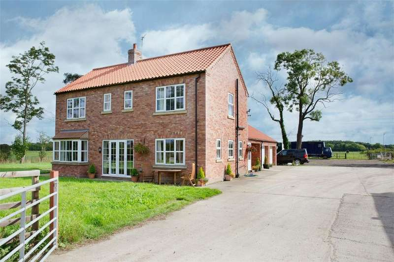 4 Bedrooms Detached House for sale in York Road, Tollerton, York