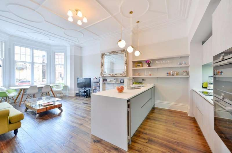 3 Bedrooms Flat for sale in Third Avenue Hove East Sussex BN3