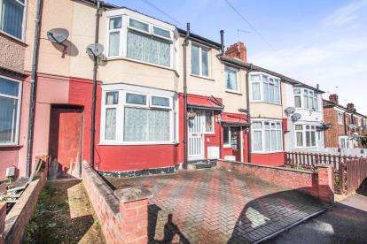 3 Bedrooms Terraced House for sale in Warren Road, Luton, Bedfordshire