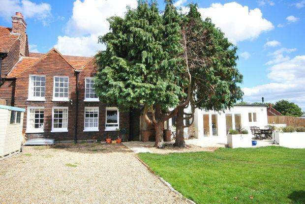 4 Bedrooms Semi Detached House for sale in Beech Hill Road, Beech Hill, Reading