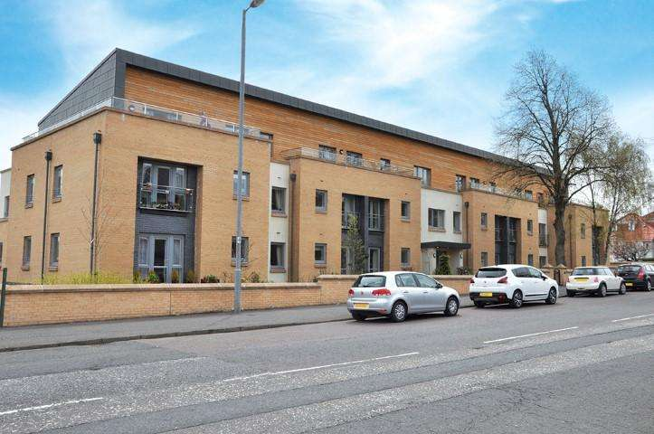 1 Bedroom Flat for sale in 823 Clarkston Road, Netherlee, G44 3UZ