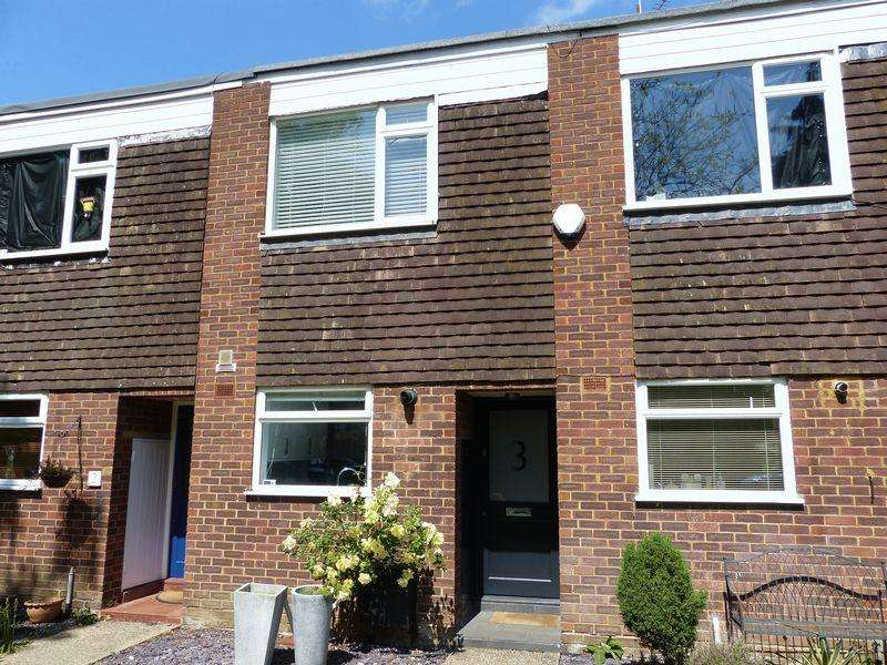2 Bedrooms Terraced House for sale in Marlow Town Centre. Beaumont Rise.