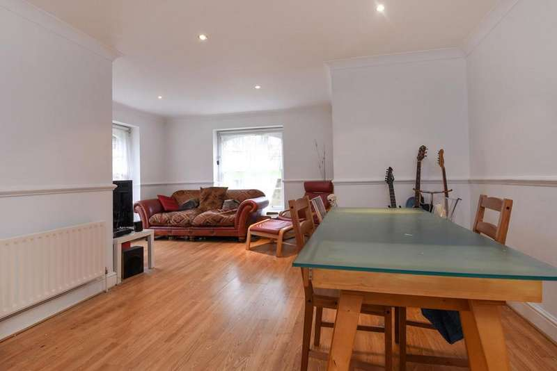 2 Bedrooms Flat for sale in Royal Herbert Pavilions, Gilbert Close, Shooters Hill, SE18