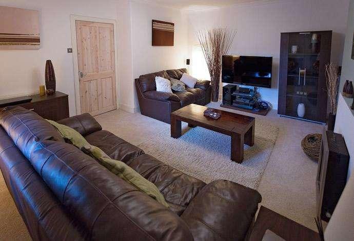 2 Bedrooms Flat for sale in 20 Dunsdale Road, Selkirk, TD7 5EB