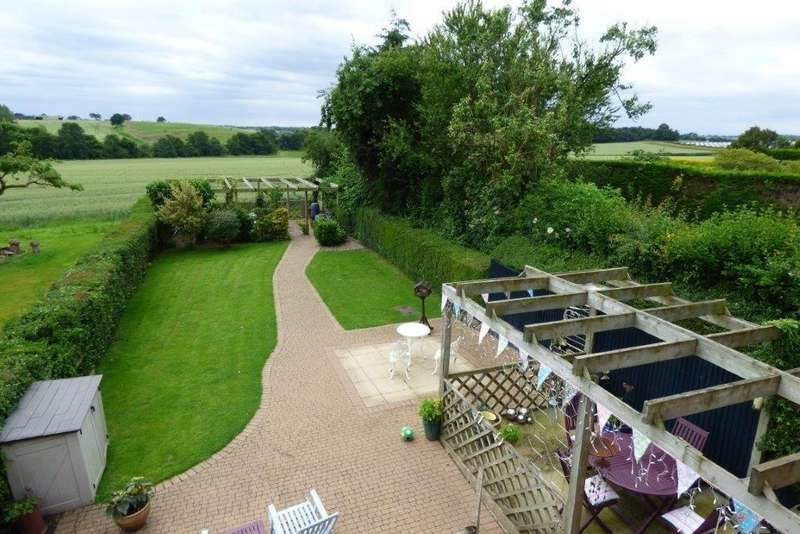 5 Bedrooms Detached House for sale in Lodge Hill, Tutbury, Burton upon Trent