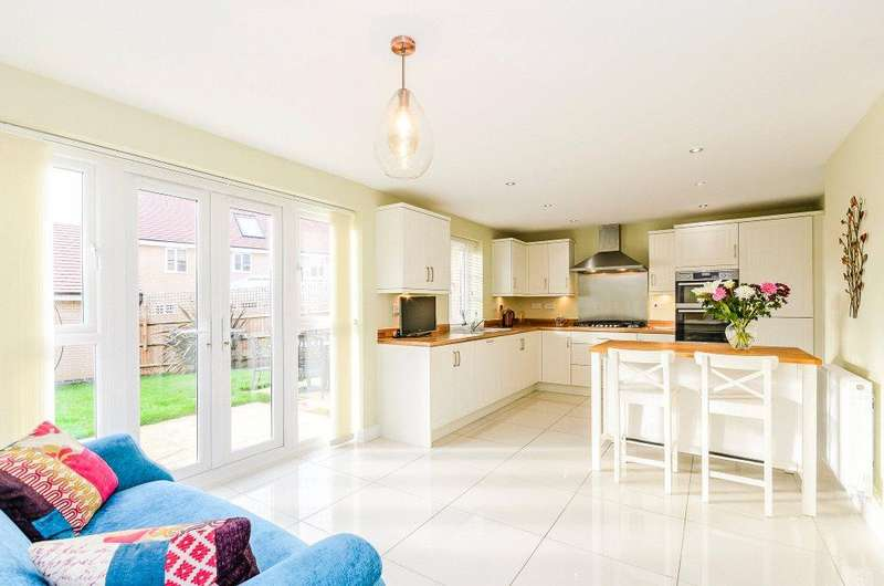 4 Bedrooms Detached House for sale in Lockgate Road, Northampton, Northamptonshire, NN4