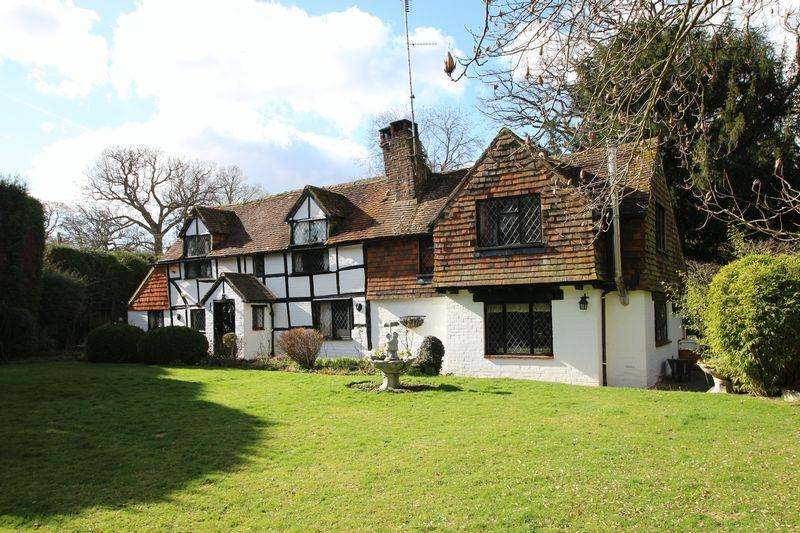 3 Bedrooms Detached House for sale in Furzen Lane, Ellens Green