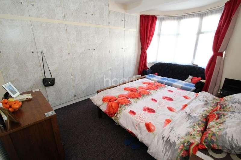 3 Bedrooms Terraced House for sale in Redbridge Lane East, Redbridge