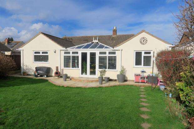 4 Bedrooms Bungalow for sale in Barton Lane, Taunton TA3