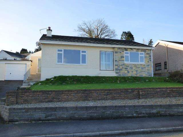 3 Bedrooms Bungalow for sale in Brynglas Crescent, Llangunnor, Carmarthen