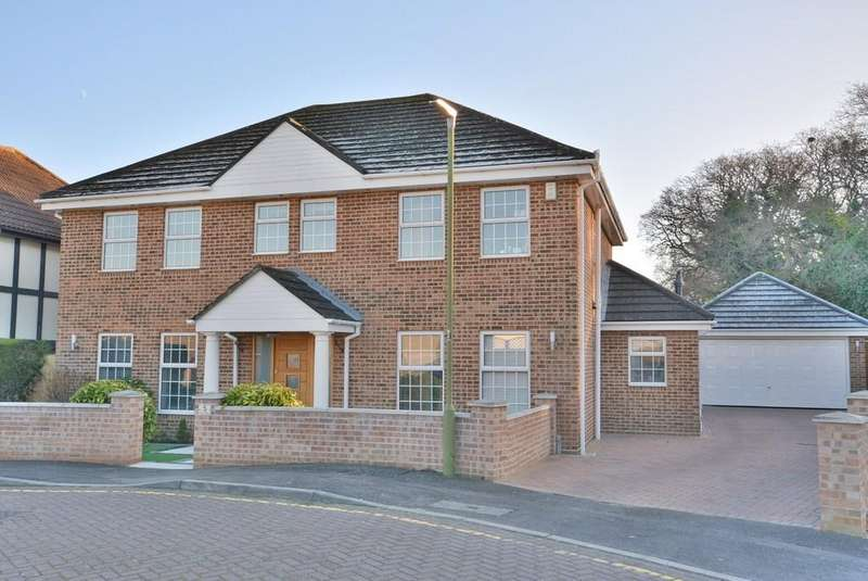 5 Bedrooms Detached House for sale in Vine Close, Littledown, Bournemouth