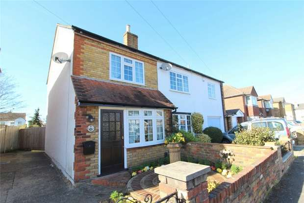 3 Bedrooms Semi Detached House for sale in Adelaide Road, Ashford, Surrey