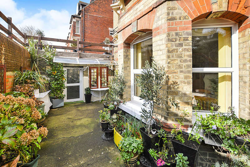 3 Bedrooms Flat for sale in Westbourne Gardens, Folkestone, CT20