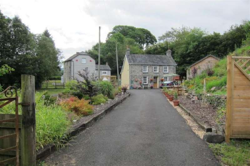 4 Bedrooms House for sale in Llanybydder, Carmarthenshire